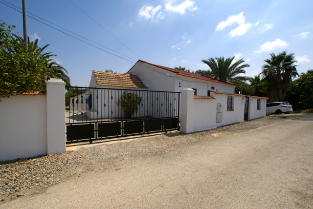 frontview-resale-finca-country-property-jacarilla