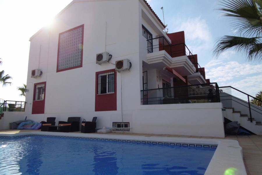 Resale - Semi-detached house / Quad - Guardamar del Segura - Urbanización